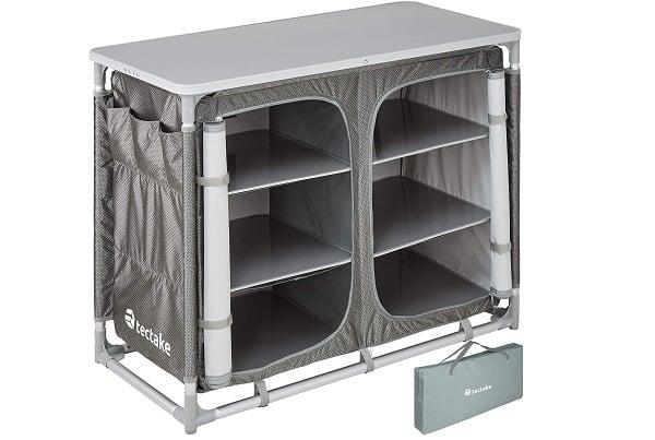 Muebles de camping grises con mucho espacio de almacenamiento