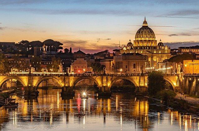 architecture du vatican la nuit