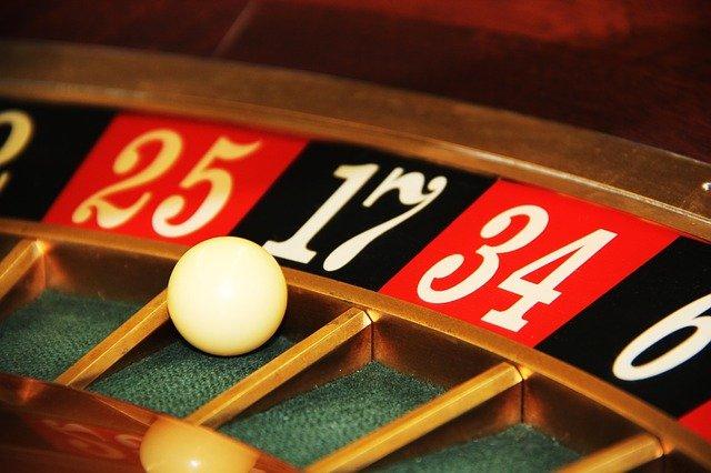 boule dans une roulette de casino